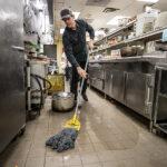Restaurant Clean Up – Perhatikan 5 Hal Penting ini Saat Membersihkan Dapur Restoran
